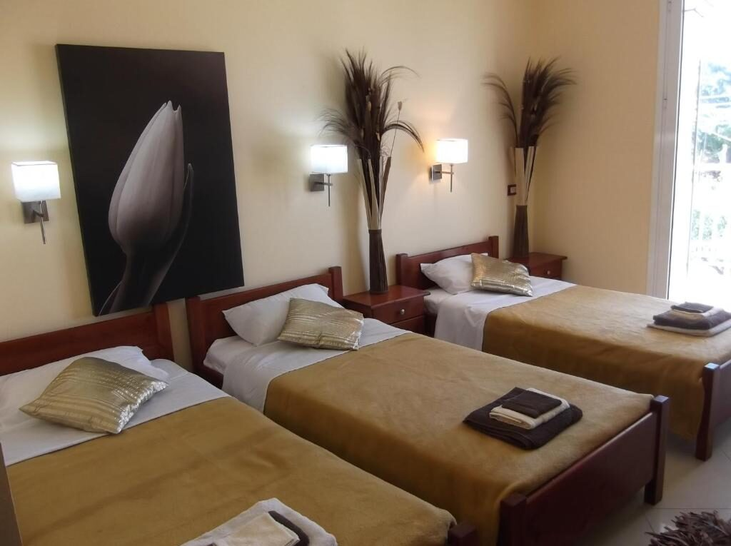 3 single bed studio hotel zante