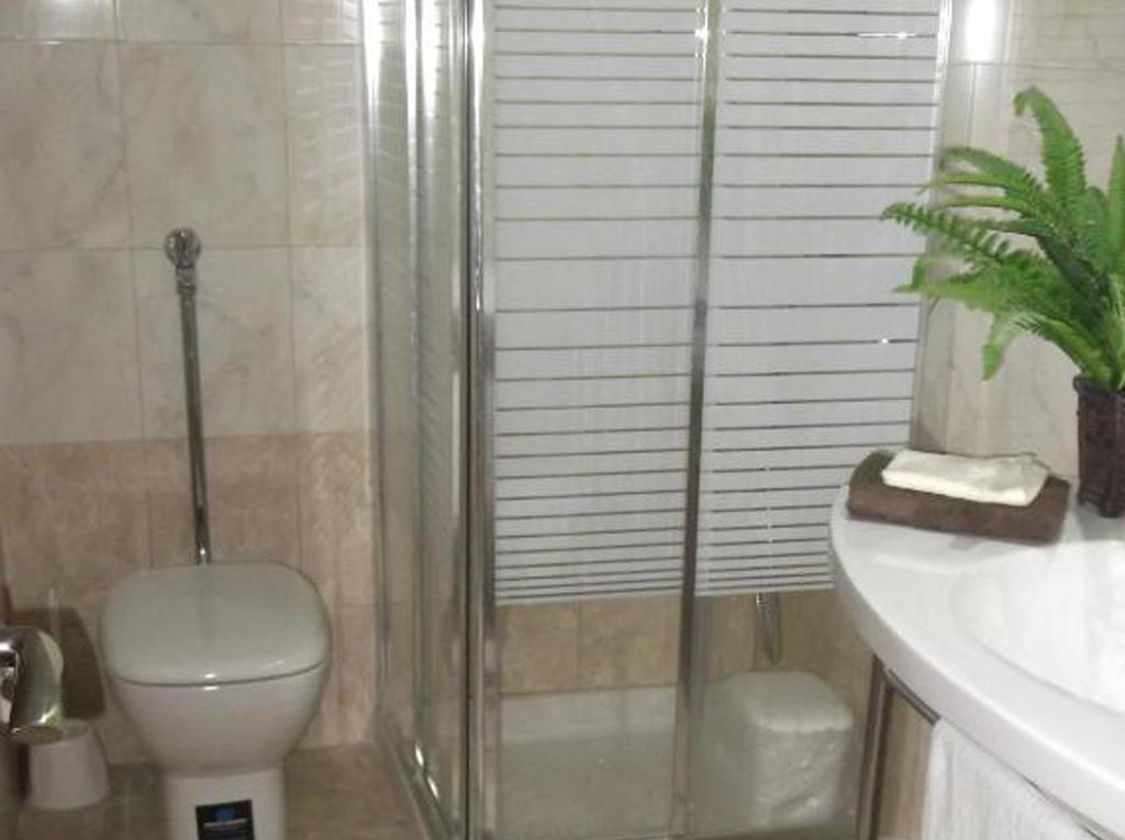 twin-room-marianna-bathroom-1