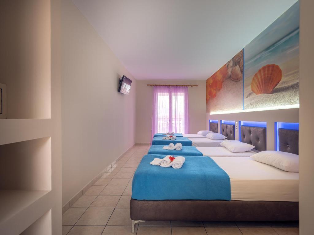 savvas hotel quad 1